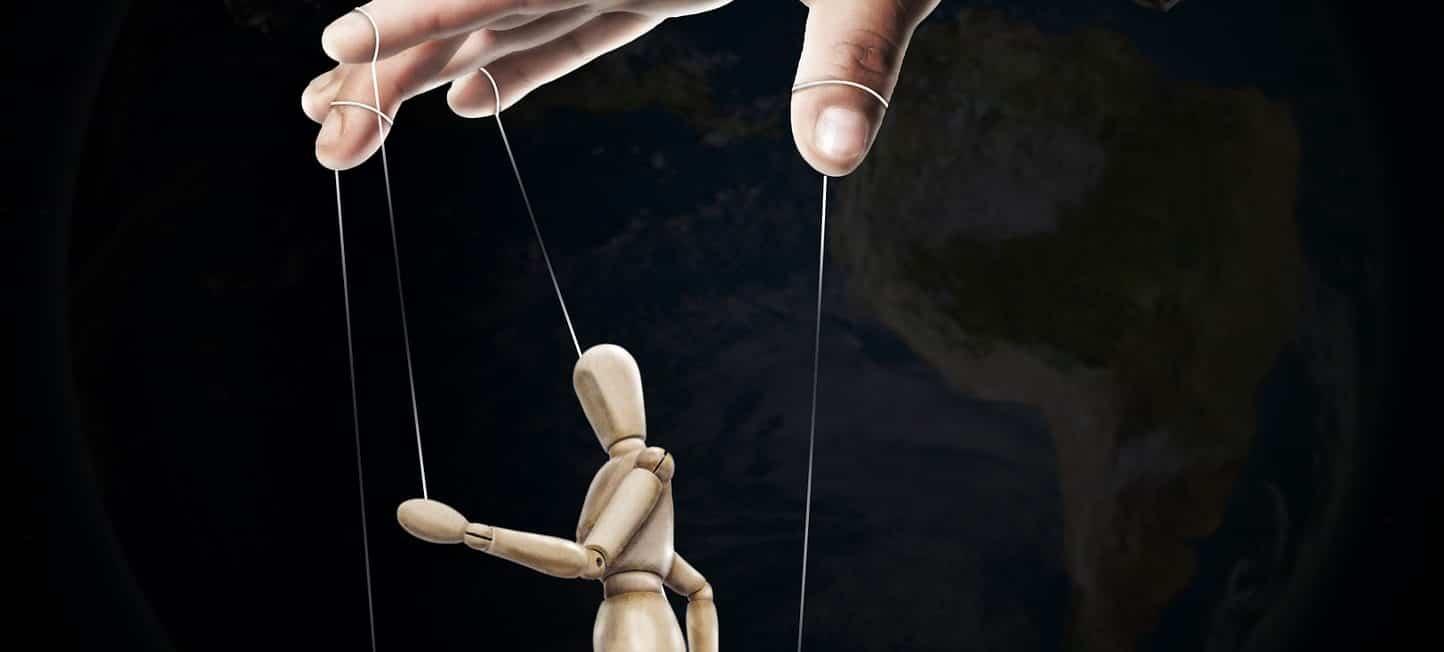 10 Ways How Manipulation Works