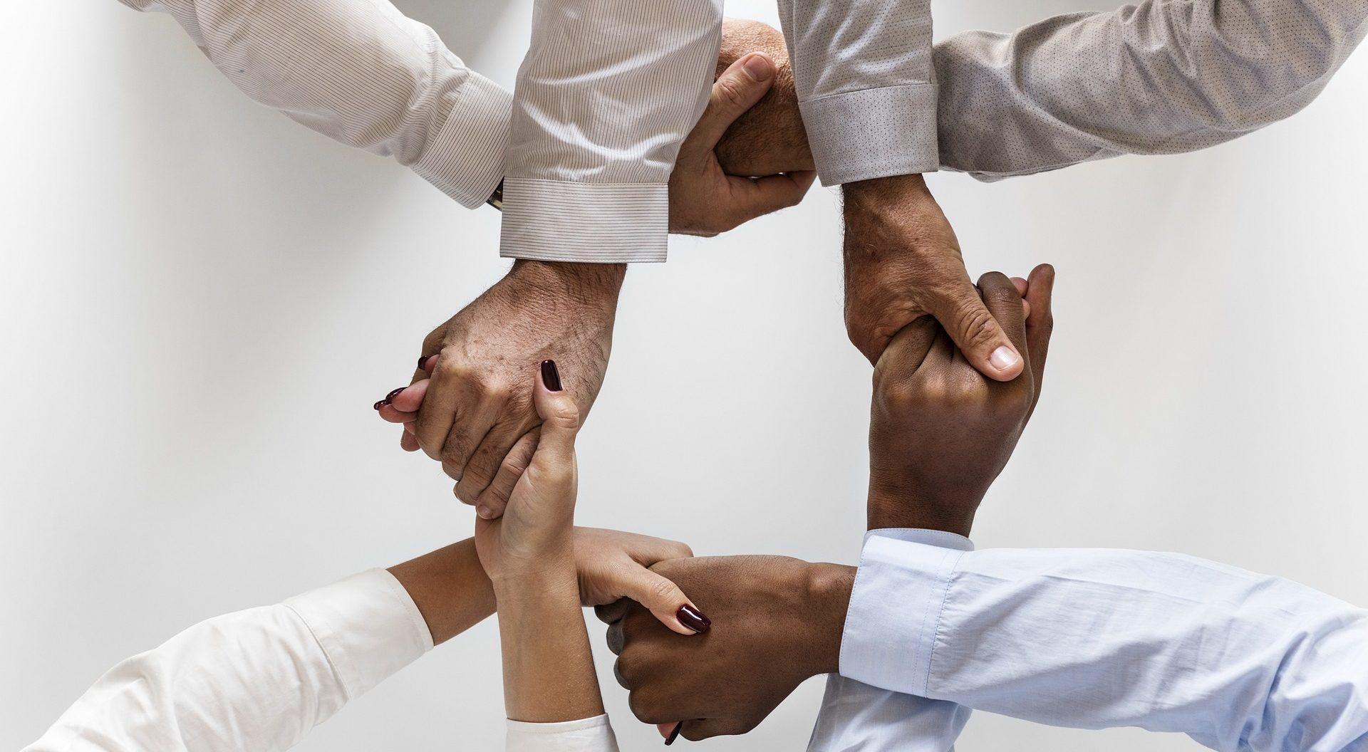 Teambuilding: Viele Maßnahmen können helfen, die Zusammenarbeit bei bestehenden Teams zu verbessern